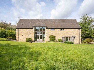 Bunt Barn is a beautiful country home in the peaceful village of Broadwell