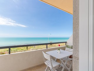 Tacito, seafront apartment with terrace