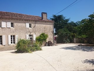 Farmhouse in rural Bordeaux ideal for 8 people (extra space available)