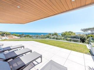 1397363 new built apt, airco,shared pool, 3 bedrms, sea view, walk to beach+city