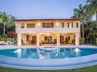 Luxury, Gourmet & Fun in Grand Villa with Staff and Premier Golf & Beach Clubs