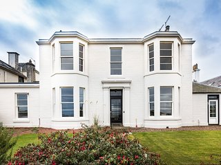 Stunning  2 bedroom ground floor  property with outstanding sea views