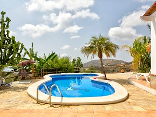 Picturesque villa with ocean views, private pool & terrace!