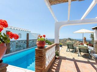 nice rural villa w/ private pool, terrace & 3 fans!