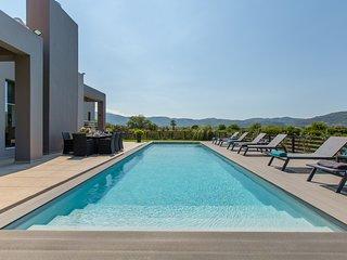 Vega Luxury 6BR Villa, Alikianos Chania