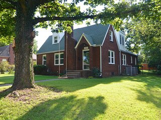 Tulsa Expo,TU, Rt 66, BOK Center, Gathering Place! 4 Bedroom Gingerbread Cottage
