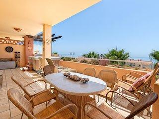 Malibu 8 - Stunning 2BR Sea View Condo, Heated Pool