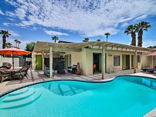 NEW! Lovely Palm Springs Home w/ Lanai & Mtn Views