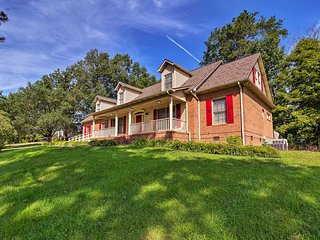 NEW! Large Knoxville Home ~10 Mi to Market Square!