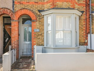 90 REGENT STREET, stylish terraced cottage, enclosed garden, close beach