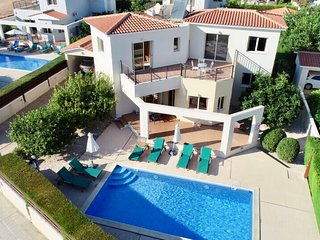 Holiday Villa with swimming pool and sea view