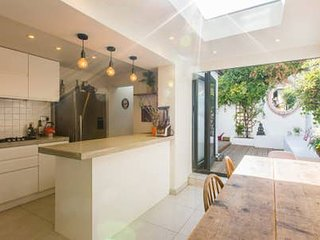 Luxury 4 Bedroom cottage right in the heart of Brighton, near The Famous Lanes