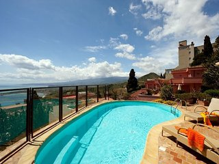 Taormina Villa Sleeps 11 with Pool Air Con and WiFi - 5218212