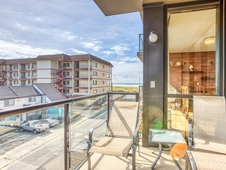Family-friendly condo w/ partial ocean views & shared pool/sauna!