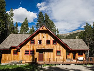 Cozy, updated home w/ private hot tub, deck & fireplace - near town/skiing!