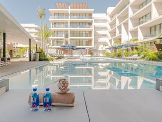 OCEANA, New, luxury 2-bdr, steps from Mamitas beach!