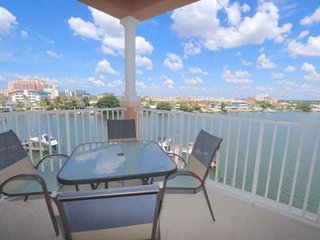 Pet Friendly Waterfront, Free Wi-Fi & Cable, Pool, Big Balcony, W/D, Parking-506