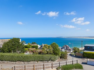 Beachcroft – Sleeps 10 – Parking for 5 cars – Stunning Sea Views – Carbis Bay