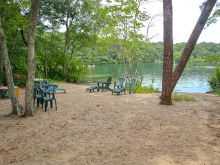 Directly on Sheep Pond, Brewster, Private Sandy Beach, Sleeps 12: 059-BJC