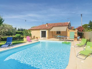 Beautiful home in Remoulins w/ WiFi, Outdoor swimming pool and 4 Bedrooms