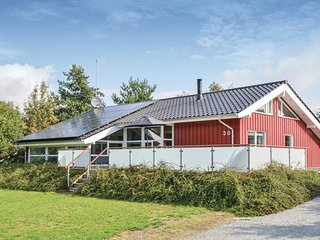 Nice home in Ebeltoft w/ Sauna, WiFi and 4 Bedrooms (D15530)