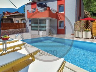 Awesome home in Krizisce w/ Jacuzzi, WiFi and Outdoor swimming pool