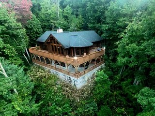 Luxury Log Home with View & Privacy! Enjoy Sauna & Hot Tub in The Love Nest