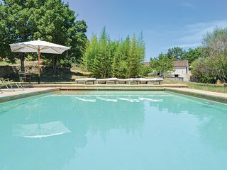Stunning home in Carnac-Rouffiac w/ Outdoor swimming pool, WiFi and 7 Bedrooms (