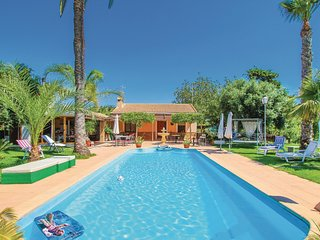 Beautiful home in La Marina, Elche with WiFi, Outdoor swimming pool and 6 Bedroo