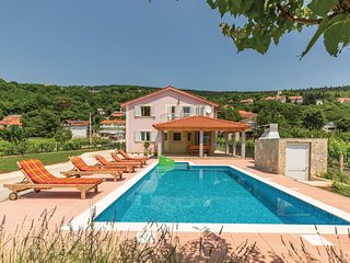 Stunning home in Prolozac w/ WiFi and 5 Bedrooms (CDC067)