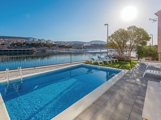 Nice home in Sibenik w/ WiFi, 4 Bedrooms and Outdoor swimming pool