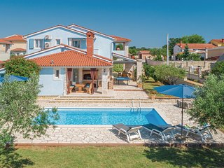 Stunning home in Golubovo w/ WiFi and 4 Bedrooms (CIL602)