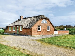 Amazing home in Ringkøbing w/ Sauna, WiFi and 5 Bedrooms