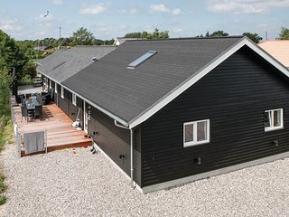 Beautiful home in Hadsund w/ Sauna, WiFi and 5 Bedrooms