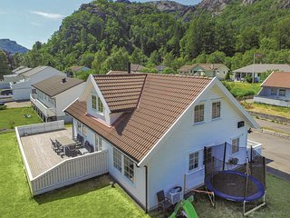 Amazing home in Åna-Sira w/ 5 Bedrooms and WiFi (N15252)