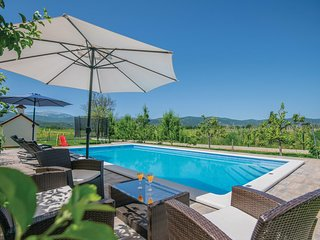 Stunning home in Prolozac Donji w/ WiFi and 4 Bedrooms (CDF436)