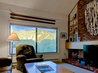Mid Season/Spring Ski Sale! Unforgettable Views, Shuttle, HUGE 2-Level Top Flr C