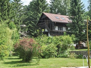 Beautiful home in Potucnik-Hanusovice w/ 3 Bedrooms and Outdoor swimming pool (T