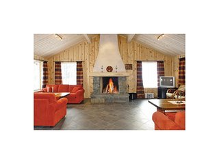 Awesome home in Hemsedal w/ Sauna, WiFi and 6 Bedrooms