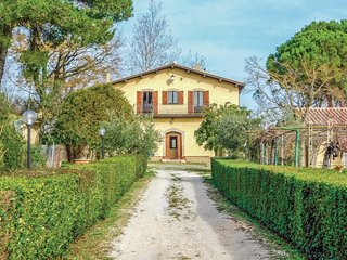 Beautiful home in Otricoli (TR) w/ WiFi and 5 Bedrooms