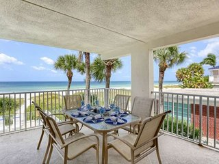 Beachfront Beauty with Gulf View Balcony, Gourmet Kitchen, Free Wi-Fi & cable, P