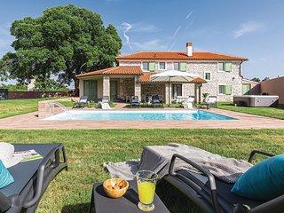 Amazing home in Sajini w/ WiFi, 4 Bedrooms and Outdoor swimming pool