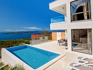 4 bedroom Villa with Pool, Air Con and WiFi - 5813591