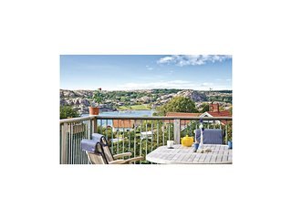 Amazing home in Hamburgsund w/ WiFi and 3 Bedrooms (S54044)