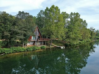 Bluegill Bungalow   Lakefront Cabin near Spring River