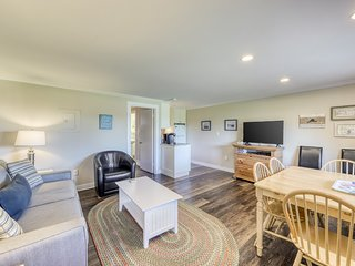 Dog-friendly condo with shared pool - explore the parks & hit the beach