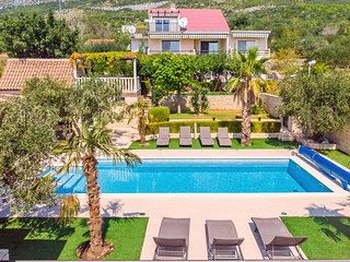 VILLA PAULA with 7 bedrooms, heated 36sqm private pool, Jacuzzi and sea view