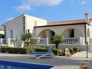Villa Ashwells - Detached 3 Bed spacious Villa on one level with Private Pool