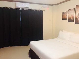 Red Palm Inn - Queen bed with balcony and Netflix.Baybay city Leyte 6521
