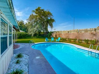 Gathering Shore- Perfect for families! POOL, Convenient to Downtown and Beach, F